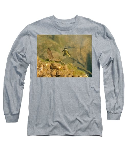 Eastern Newt In A Shallow Pool Of Water Long Sleeve T-Shirt by Chris Flees