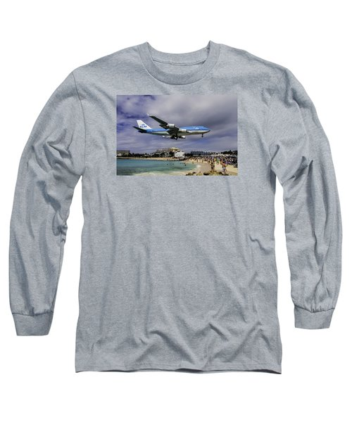 K L M Landing At St. Maarten Long Sleeve T-Shirt