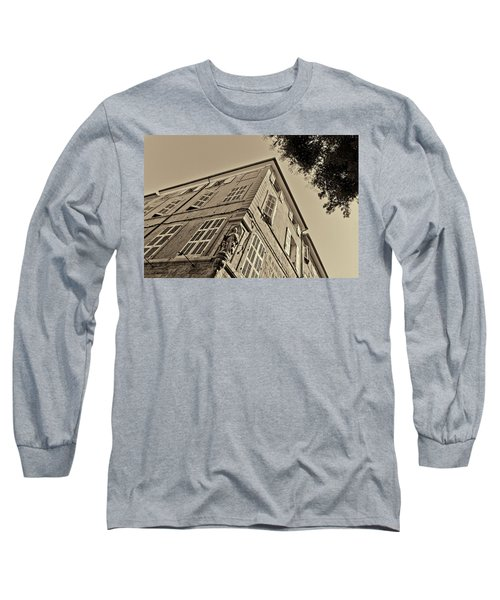 Statue In The Corner Long Sleeve T-Shirt