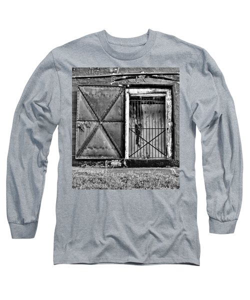 The Old Fort Gate-black And White Long Sleeve T-Shirt