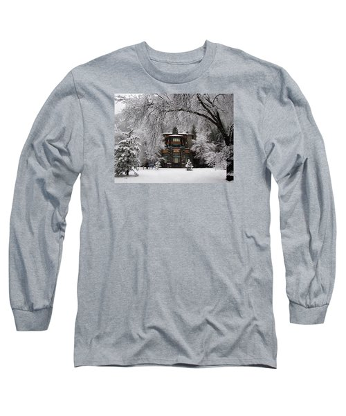 Winter At The Ahwahnee In Yosemite Long Sleeve T-Shirt by Carla Parris