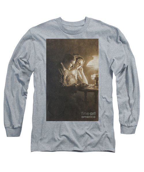 Vintage Loving Couple Reading With Oil Lamp Long Sleeve T-Shirt