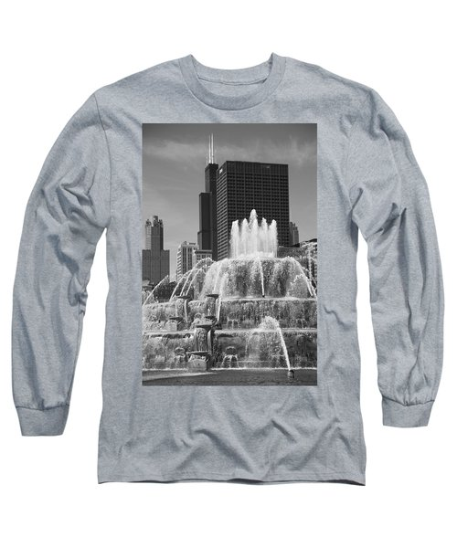 Chicago Skyline And Buckingham Fountain Long Sleeve T-Shirt