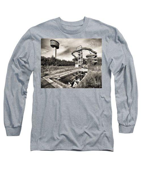 abandoned swimming pool - Urban decay Long Sleeve T-Shirt
