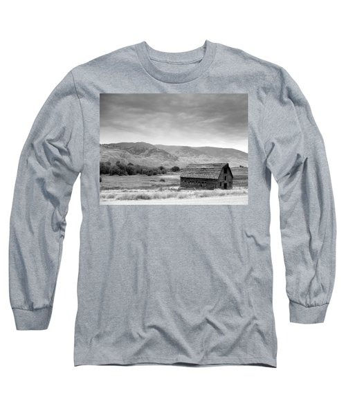Long Sleeve T-Shirt featuring the photograph An Old Barn by Mark Alan Perry