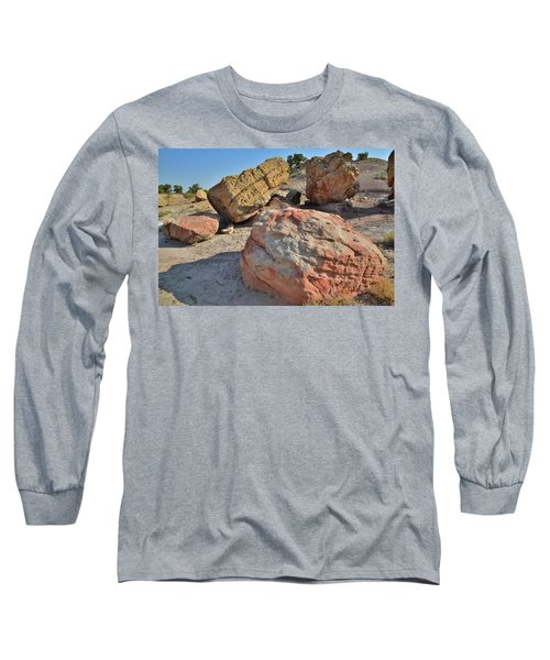 Colorful Boulders In The Bentonite Site On Little Park Road Long Sleeve T-Shirt