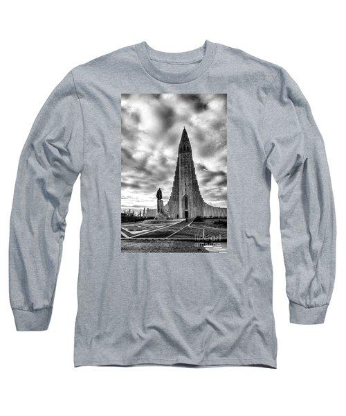 Hallgrims Kirkja Iceland Long Sleeve T-Shirt by Rick Bragan