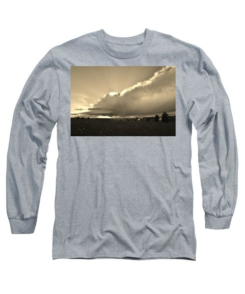 Low-topped Supercell Black And White  Long Sleeve T-Shirt by Ed Sweeney