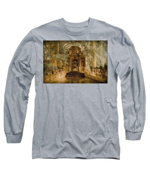 Paris, France - Medici Fountain Oldstyle Long Sleeve T-Shirt