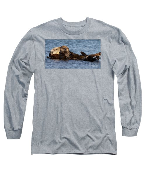 Mother Sea Otter Cuddling Baby Long Sleeve T-Shirt