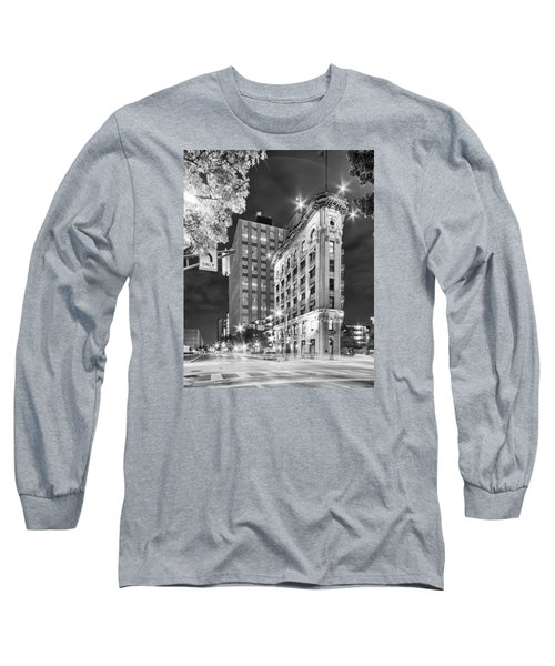 Night Photograph Of The Flatiron Or Saunders Triangle Building - Downtown Fort Worth - Texas Long Sleeve T-Shirt