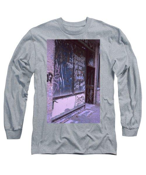 Old Bar, Old Graffitis Long Sleeve T-Shirt