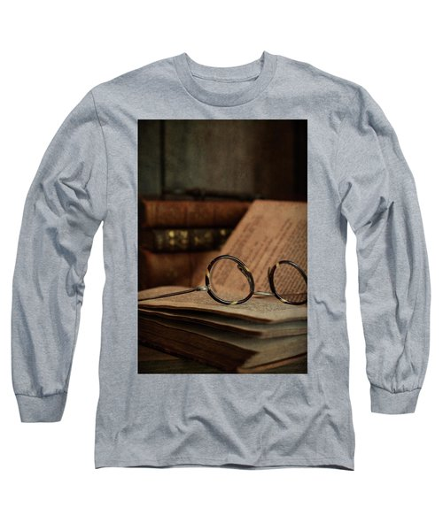 Old Vintage Books With Reading Glasses Long Sleeve T-Shirt