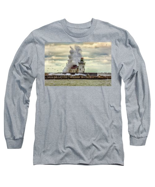 Storm Waves At The Cleveland Lighthouse Long Sleeve T-Shirt