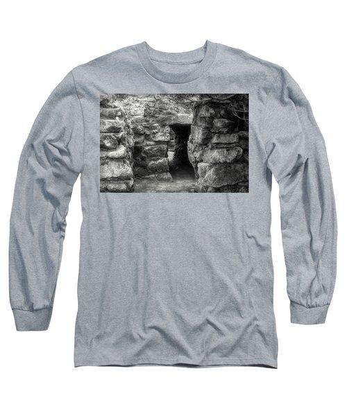 The Walls Of Tulum B/w Long Sleeve T-Shirt