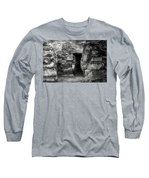 The Walls Of Tulum B/w Long Sleeve T-Shirt