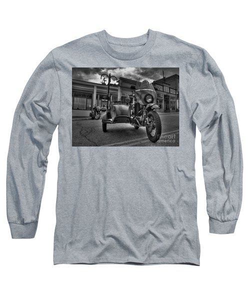 Ural - Bw Long Sleeve T-Shirt