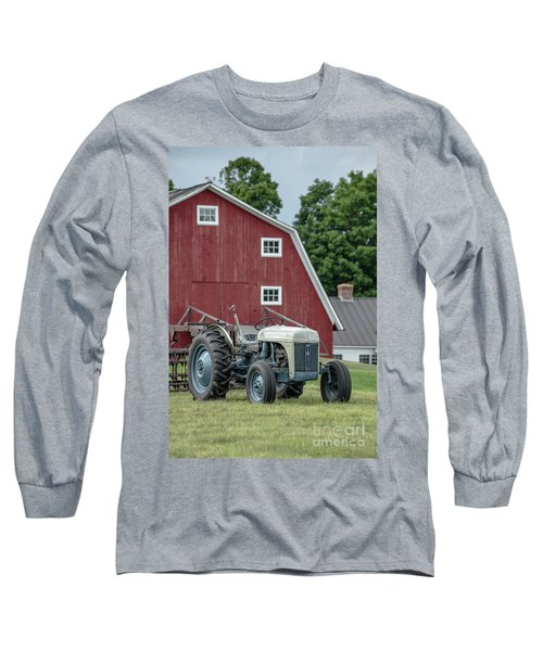 Vintage Ford Farm Tractor With Red Barn Long Sleeve T-Shirt