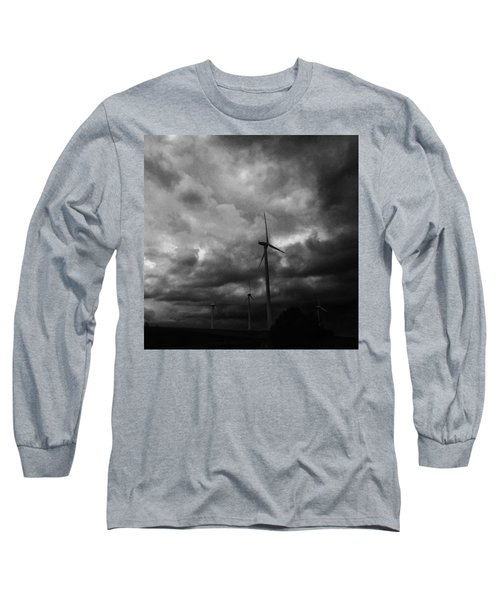 Windradwindig.  #windrad #monochrome Long Sleeve T-Shirt