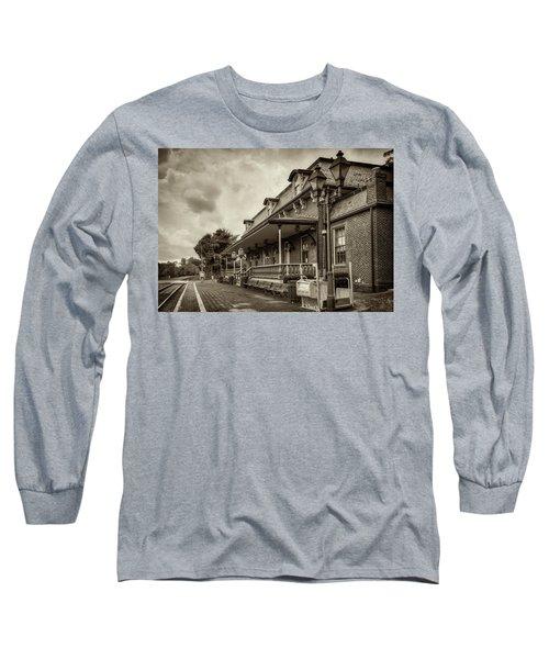 Windsor Railroad Station Long Sleeve T-Shirt