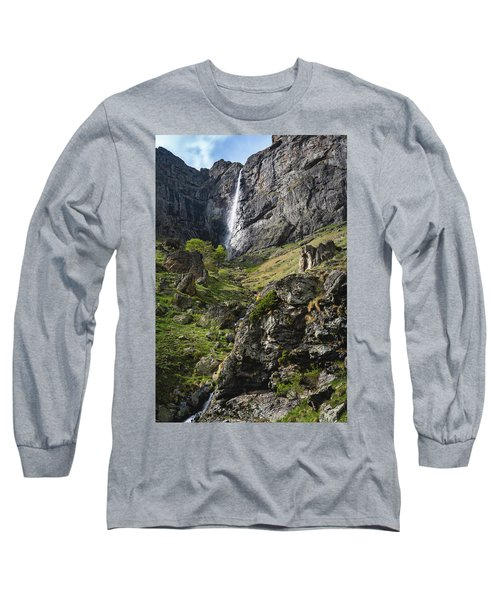 Raysko Praskalo Waterfall, Balkan Mountain Long Sleeve T-Shirt