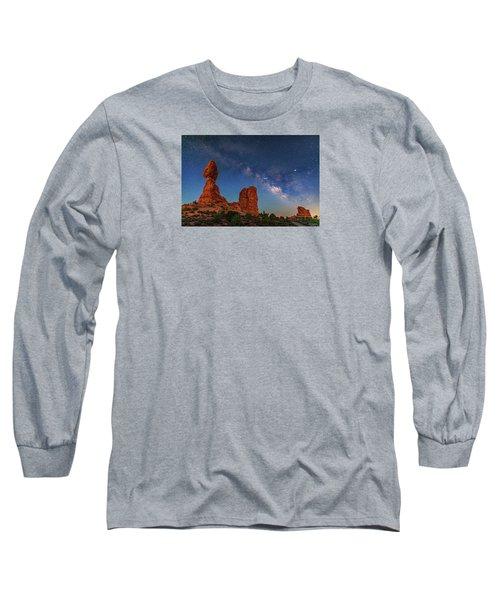 Milky Way Over Balanced Rock At Twilight Long Sleeve T-Shirt