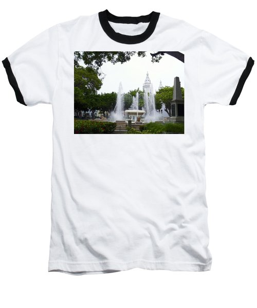 Lions Fountain Wide Baseball T-Shirt