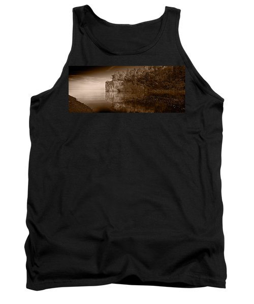 Cliff Face Northshore Mn Bw Tank Top