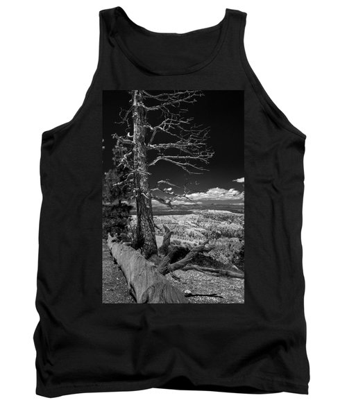 Bryce Canyon - Dead Tree Black And White Tank Top by Larry Carr