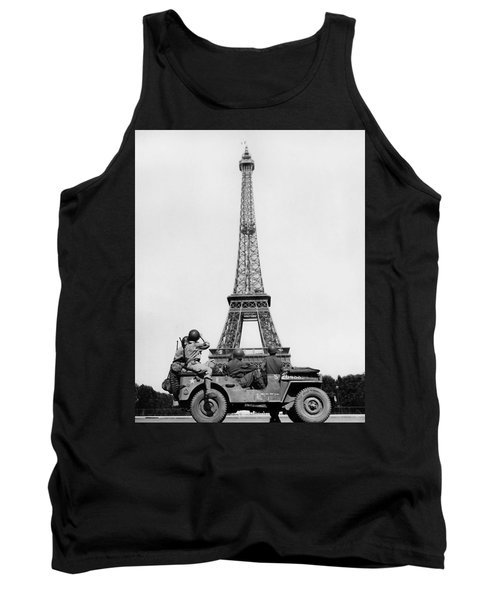 Us Soldiers Viewing Eiffel Tower - Paris Liberation - 1944 Tank Top