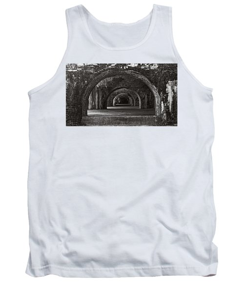 Ft. Pickens Arches Bw Tank Top