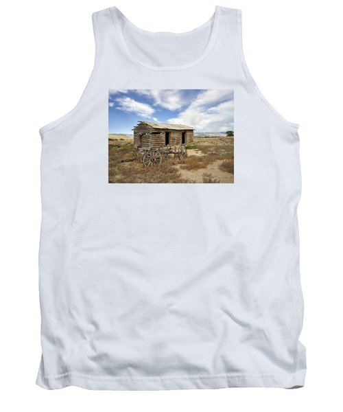 Historic Cabin And Buckboard Wheels In Big Horn County In Wyoming Tank Top