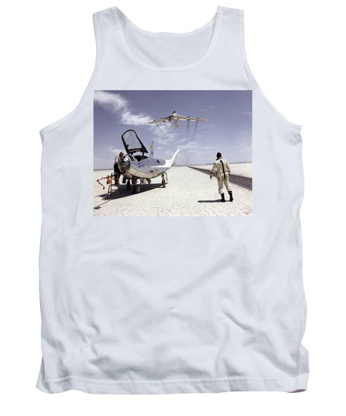 Hl-10 On Lakebed With B-52 Flyby Tank Top