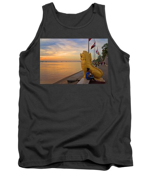 Greeting The Dawn. Tank Top