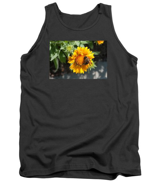 Bumble Bee Collecting Pollen On Sunflower Tank Top