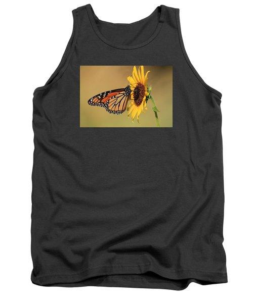 Monarch Butterfly On Sun Flower Tank Top