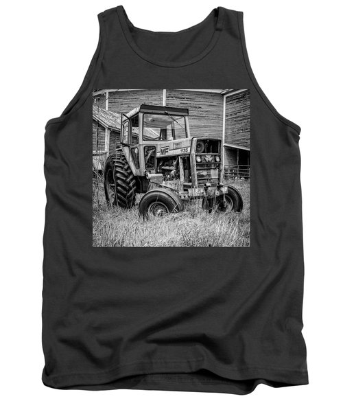 Old Vintage Tractor On A Farm In New Hampshire Square Tank Top