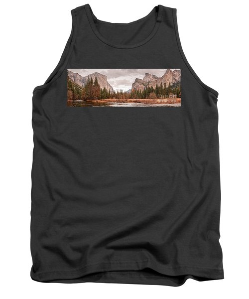 Panoramic View Of Yosemite Valley From Bridal Veils Falls Viewing Point - Sierra Nevada California Tank Top