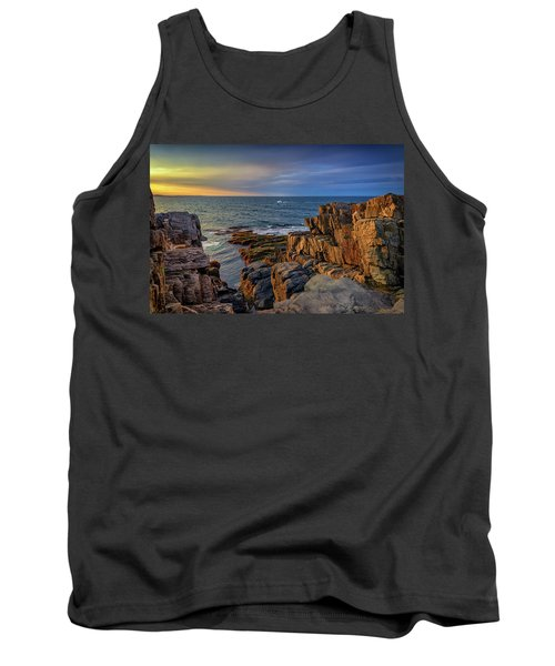 Tank Top featuring the photograph Steaming Past The Giant's Stairs by Rick Berk