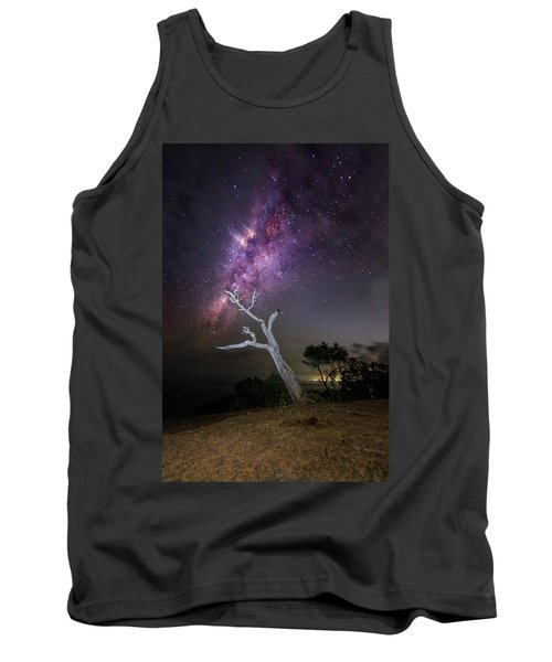 Striking Milkyway Over A Lone Tree Tank Top