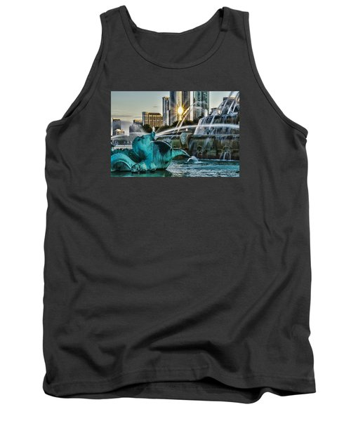 telephoto look at Chicago's Buckingham Fountain  Tank Top