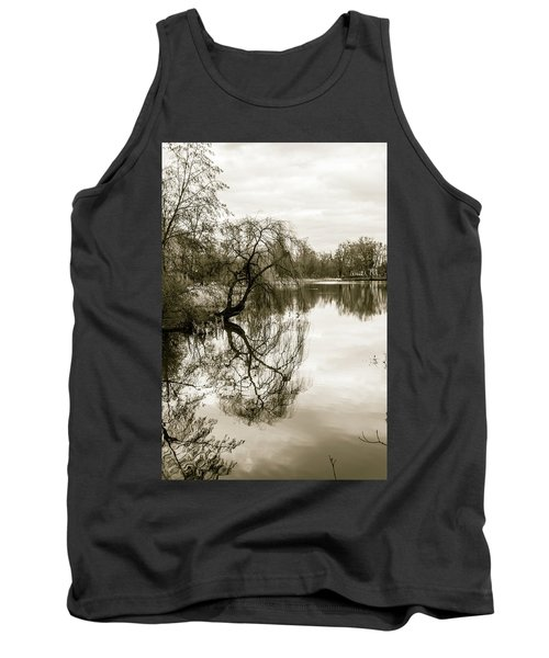Weeping Willow Tree In The Winter Tank Top