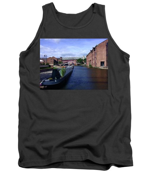 13/09/18  Manchester. Castlefields. The Bridgewater Canal. Tank Top
