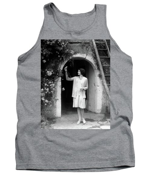 1920s 1930s Woman In Flapper Outfit Tank Top