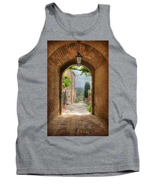 Arched View Tank Top