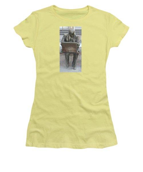 Wall Street Memorial Statue Women's T-Shirt (Junior Cut) by John Telfer