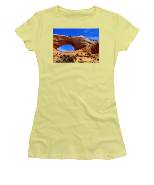Wilsons Arch Women's T-Shirt (Athletic Fit)