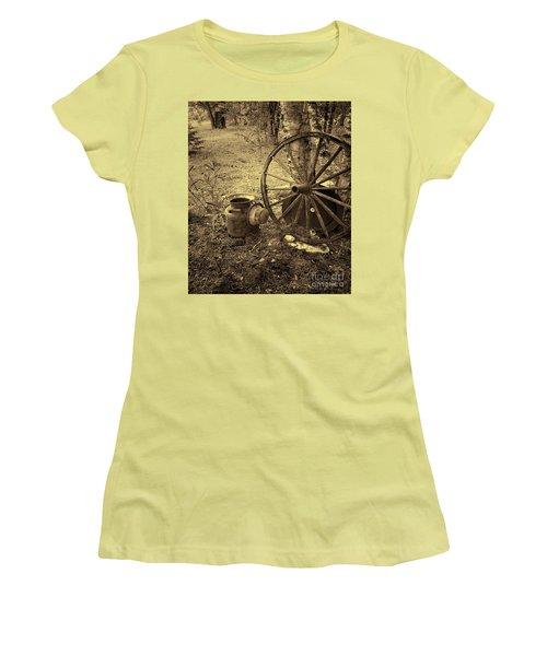 Abandoned - Antique Vintage Women's T-Shirt (Athletic Fit)