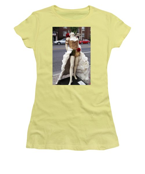 Women's T-Shirt (Junior Cut) featuring the photograph Artwork In The Loop by Kelly Awad