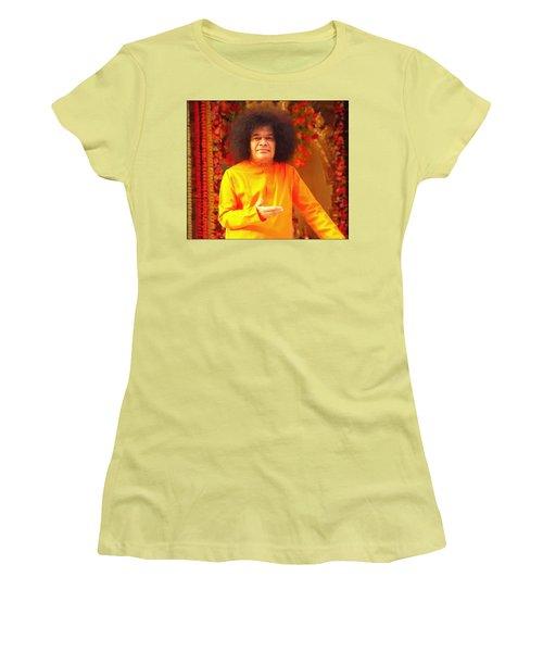 Bhagavan Sri Sathya Sai Baba Women's T-Shirt (Athletic Fit)